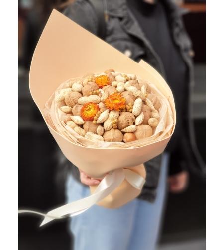 Ореховый букет с сухоцветами